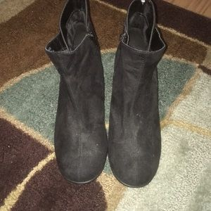 Aerosoles black short heel boots